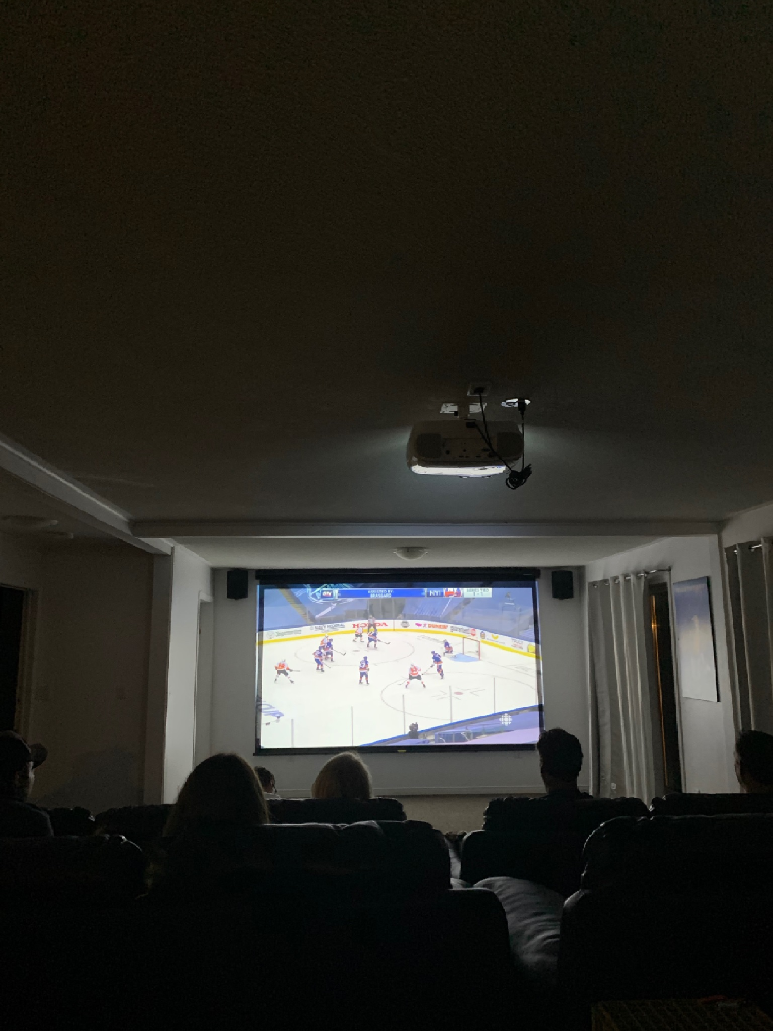 camp-hockey-haven-lounge